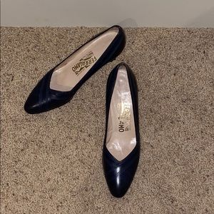 "Ferrara morning navy stitched 2"" heel smart pump"